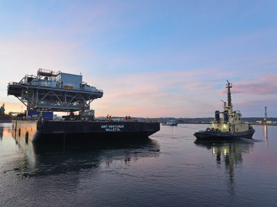 Topside starts its journey from Rosyth